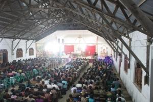 Suasana di dalam gereja Santo Andreas Tunbaba