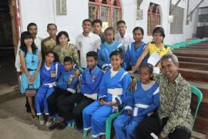 Kalau di gereja-gereja di Jawa, yang menjadi among tamu adalah orang-orang lingkungan. Kalau di sini, para anggota THS (Tunggal Hati Seminari) dan THM (Tunggal Hati Maria) yang jadi penjaga keamanan dan among tamu