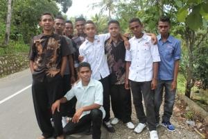 Ini adalah wajah-wajah pemuda harapan bangsa dari NTT. Hahaha... Fotonya diambil setelah misa...