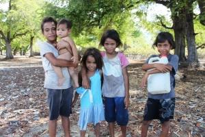 Ada anak-anak Timor yang tinggal di sekitaran Pantai Wini