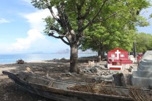 Makam di pinggir pantai