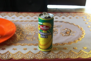 Salah satu minuman kaleng kesukaan saya. Dellos rasa pisang...