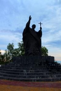 Patung Paus Yohanes Paulus II di Tasitolu - Distrik Likuisa.