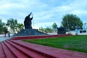 Taman sekitar Patung Paus Yohanes Paulus II