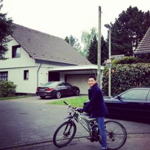 Naik sepeda muterin kampung