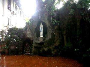 Gua Maria Immaculata – Universitas Katholik Atma Jaya Jakarta