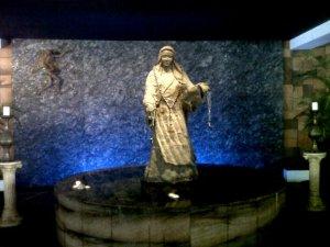 Gua Maria Gereja Kristus Raja Pejompongan