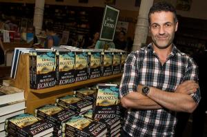 "Author Khaled Hosseini, author of ""And the Mountains Echoed,"" poses for a photo before a book signing event at Barnes & Noble on Tuesday, May 21, 2013 in New York. (Photo by Charles Sykes/Invision/AP) - diambil dari: Denverpost.com"